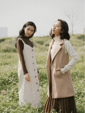Combo áo pull hoặc áo thun dài tay kết hợp cùng chân váy midi