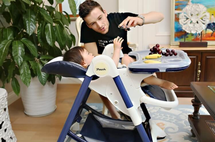 Với bé chưa ngồi vững mẹ nên chọn ghế ăn dặm có nhiều nấc nghiêng
