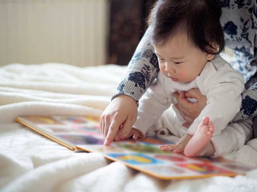 Cùng bé đọc sách giúp gắn kết tình cảm