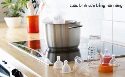 Luộc bình sữa cho bé là cách tiệt trùng đơn giản nhất