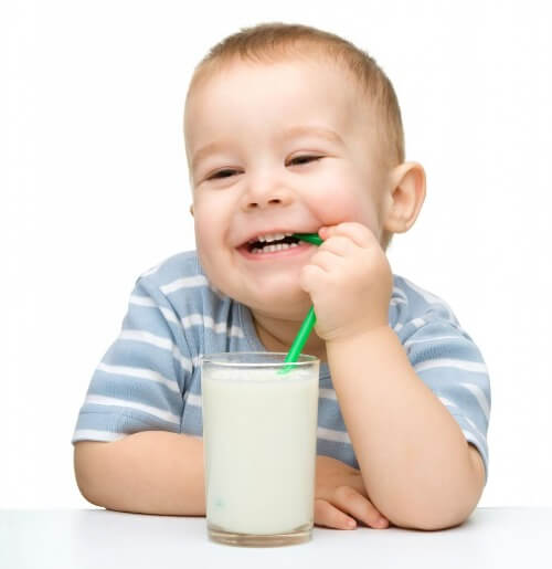 Trẻ cần uống sữa trong liều lượng cho phép