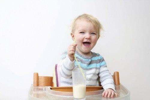 Bé trên 1 tuổi có thể bắt đầu uống sữa dê