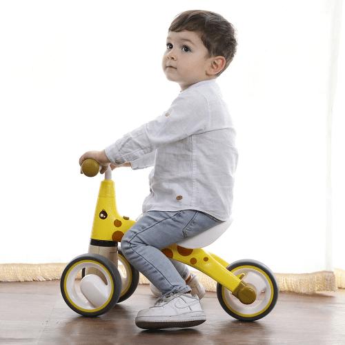 Xe chòi chân là loại xe phù hợp với bé từ 1 đến 4 tuổi