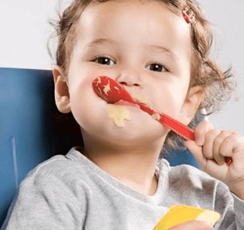 Ăn váng sữa tốt cho hệ tiêu hóa và hệ xương của trẻ nhỏ