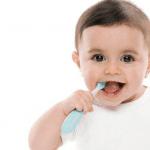bàn chải đánh răng cho bé 1 tuổi