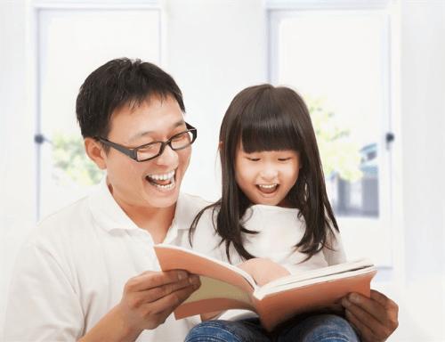 Nên đọc sách cho con bằng giọng đọc chậm rãi, rõ ràng