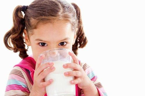 Nên cho bé uống sữa lúc nào tốt nhất?