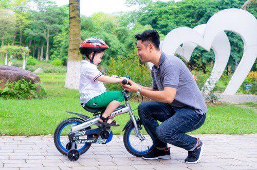 Đi xe giúp bé hình thành một số đức tính tốt