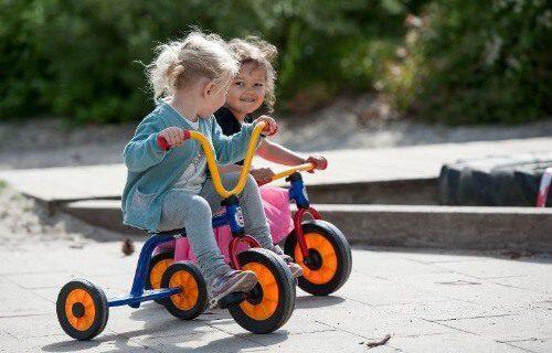 Chọn kiểu xe phù hợp và an toàn nhất cho bé