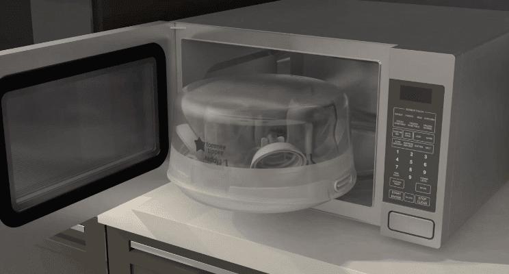 Tiệt trùng bình sữa bằng lò vi sóng