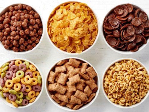 Một số loại bánh ngũ cốc được dùng vào buổi sáng cùng sữa