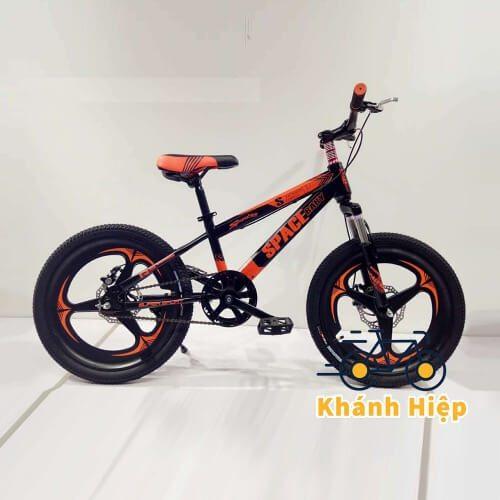 Xe đạp SpaceBaby cho bé trai sở hữu kiểu dáng năng động, cá tính