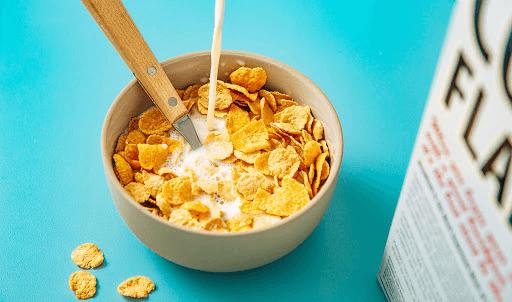 Ăn ngũ cốc cùng sữa cho bữa sáng nhanh gọn nhưng vẫn đủ dưỡng chất