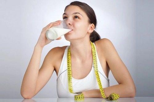 Uống sữa dinh dưỡng Ensure giúp người dùng tăng cân đều đặn và ổn định