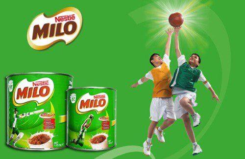 Uống sữa dinh dưỡng giúp trẻ có đủ năng lượng để hoạt động thể thao