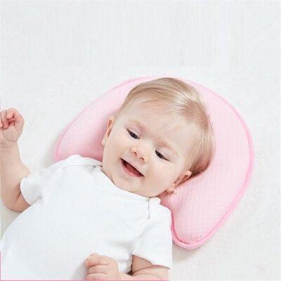 Trẻ từ 6 tháng tuổi trở lên sử dụng gối từ cao su non là lý tưởng nhất