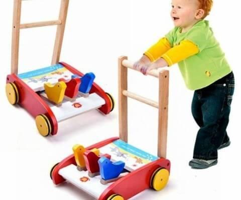 Xe cho bé tập đi bằng gỗ