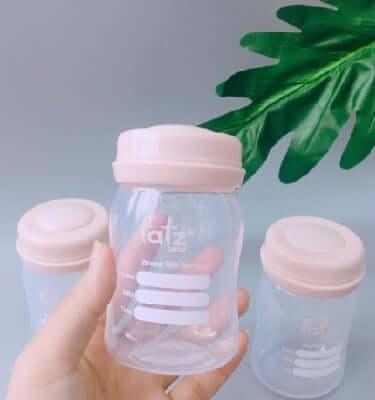 Bình đựng sữa bằng nhựa an toàn, được các mẹ sử dụng phổ biến