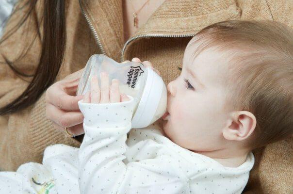 Bình sữa chống sặc từ Anh