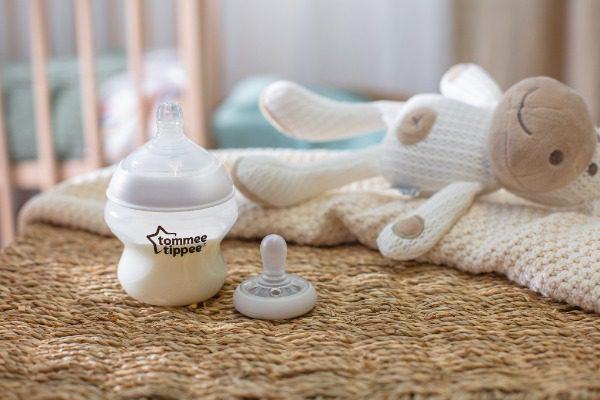 Bình sữa chống đầy hơi, ty siêu mềm tự nhiên Tommee Tippee Closer to Nature