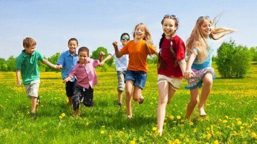 Trẻ nên tích cực tham gia các hoạt động ngoài trời