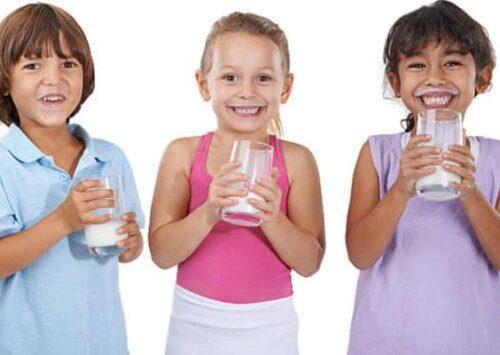 Uống sữa giúp bé tăng chiều cao không?