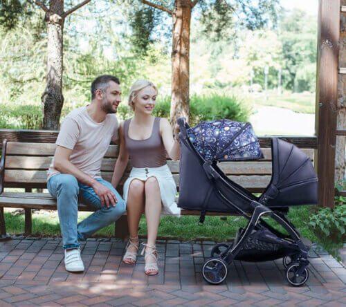 Xe đẩy giúp tạo không gian thoải mái cho cả bố mẹ và em bé