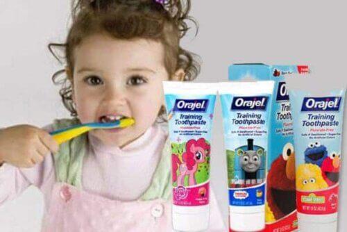 Kem đánh răng cho trẻ 2 tuổi chứa Fluor ở mức an toàn