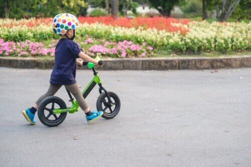 Xe cho bé từ 4 - 5 tuổi phải có kích cỡ lớn, khả năng chịu tải trọng cao