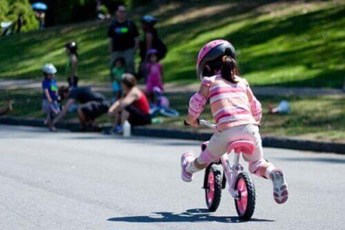 Xe dùng cho bé từ 2 - 5 tuổi