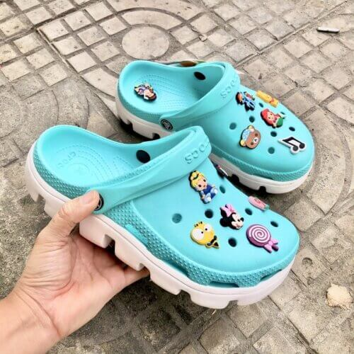 Giày Crocs chủ yếu là giày nhựa
