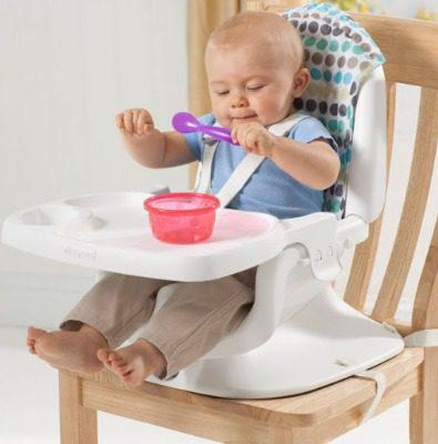 Ghế ăn dặm giúp bé tự lập hơn trong bữa ăn
