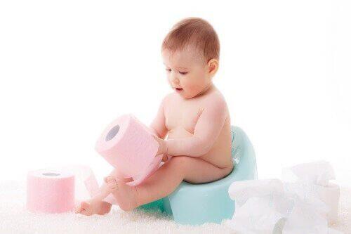 Mua và sử dụng bô cho bé từ sớm để bé tập thói quen tự lập