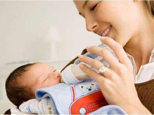 Ưu tiên chọn sữa tốt cho hệ tiêu hóa của bé và gần giống với sữa mẹ