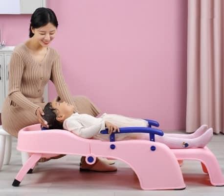 Gội đầu cho bé dễ dàng và an toàn hơn với ghế gội đầu