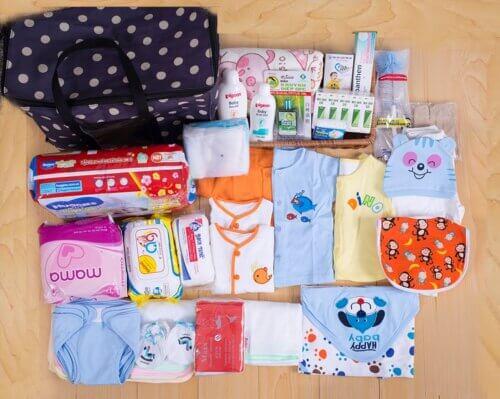 Mẹ bầu nên chuẩn bị các đồ dùng cần thiết cho mẹ và bé trước khi đi sinh