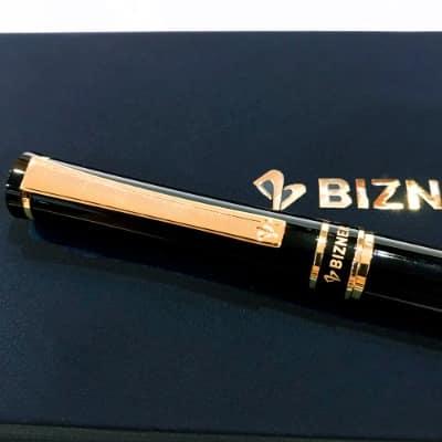 Giắt bút được mạ vàng