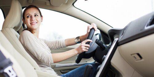 Không gian trong xe luôn sạch sẽ dễ chịu với máy khử mùi