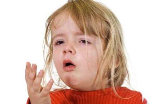 Ho là triệu chứng phổ biến, làm trẻ khó chịu