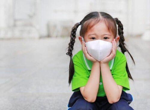 Khẩu trang giúp bảo vệ trẻ kh�i các tác nhân gây hại từ môi trư�ng bên ngoài