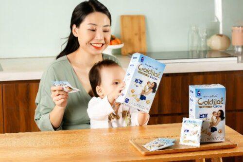 Hương vị sữa thơm ngon dễ uống, bé hợp tác tốt
