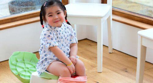 Ba mẹ nên tập thói quen bỏ bỉm cho bé trước khi bé đi học là thích hợp nhất