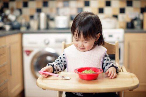 Tự nấu bột ăn dặm cho bé cũng là cách thể hiện tình yêu thương của mẹ